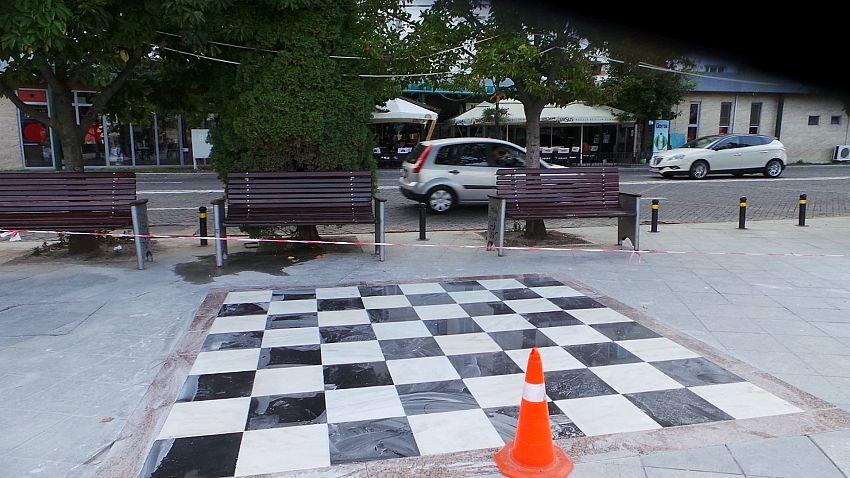"""S-au amenajat două spații de tip """"tablă de șah"""""""