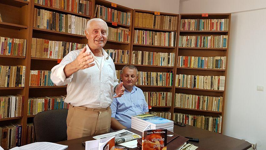 Foto 3. Prof. Ștefan Neagu și primarul Aurel Boțu