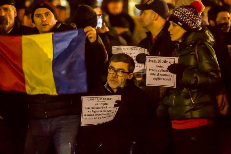 Focșăneanul Nicu Panaitescu, la un protest împotriva celebrei ordonanțe 13 a guvernului Sorin Grindeanu, în februarie 2017. Foto:Facebook