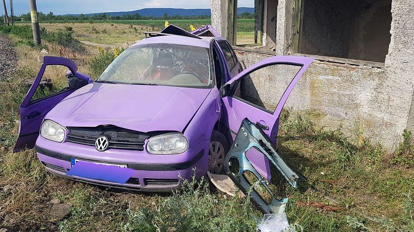 Un autoturism a fost lovit de tren la Burcioaia miercuri 17 iunie 2020 după- amiază.Foto 2 -ISU Vrancea