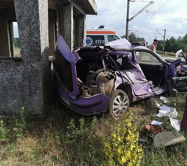 Un autoturism a fost lovit de tren la Burcioaia miercuri 17 iunie 2020 după amiază.Foto 1 -ISU Vrancea
