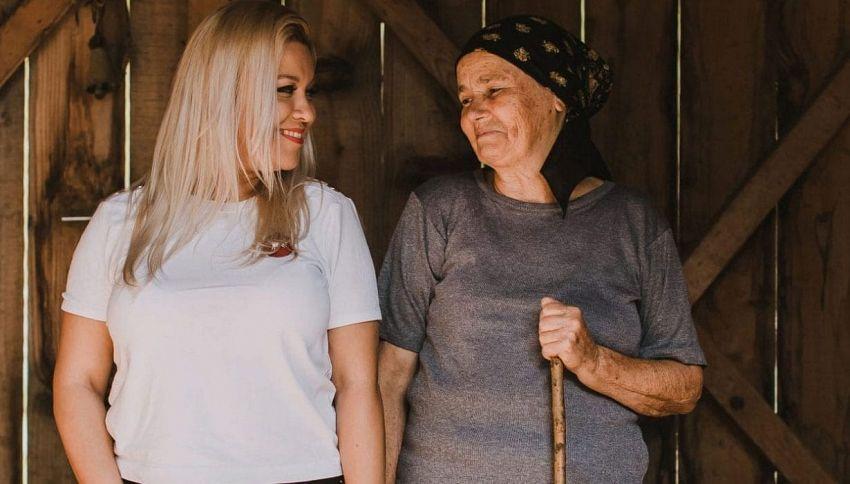 Aniela Nica vine din satul cutremurelor din Vrancea, Poiana din comuna Vrâncioaia.Ea şi-a clădit cafeneaua UrbaRn din Piața Romană, din Bucureşti cu bucăți din hambarul bunicii Simioana.Aceasta are 76 de ani și trăiește și acum în satul  Poiana, din Vrancea.Foto:life.ro