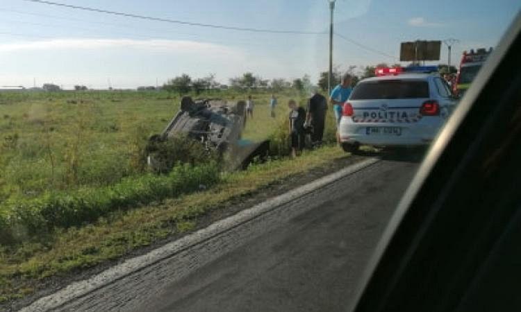 Potrivit informațiilor primite de la Poliție, șoferița, în vârstă de 23 de ani, din județul Vrancea, în timp ce conducea un vehicul pe DE 87 (centura Brăilei), a pierdut controlul asupra volanului și s-a răsturnat într-un șant, în afara părții carosabile.Foto:obiectivbr.ro