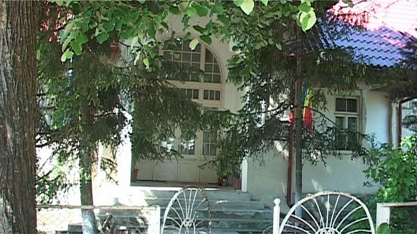 Şcoala Mărăşti era singura şcoală cu internat de pe Valea Şuşiţei, un adevărat model de şcoală rurală cu spaţiu optim pentru populaţia şcolară dintr-un sat cu aproximativ o mie de locuitori, dar şi un atelier de ţesut covoare