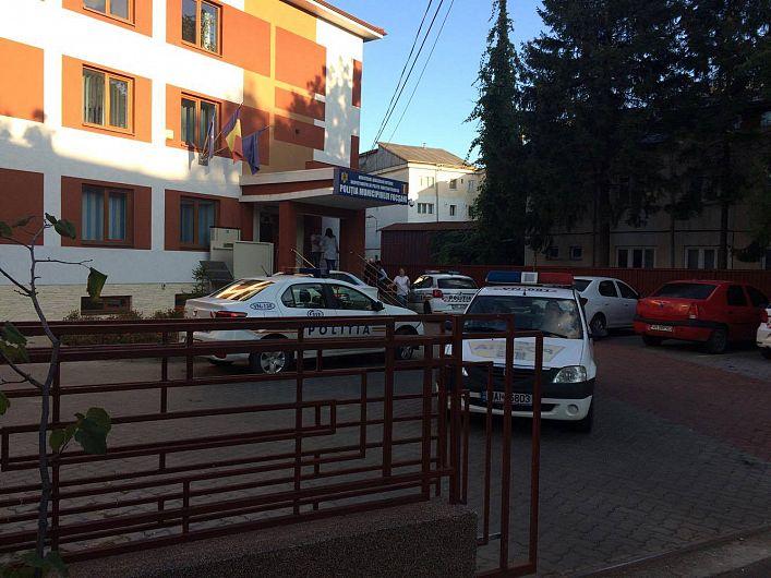 Sediul poliției municipiului Focșani.În galeria foto sunt postate mai jos 9 fotografii.Pentru a viziona toate fotografiile din galerie dați clik pe poza principală și apoi folosiți săgețile laterale