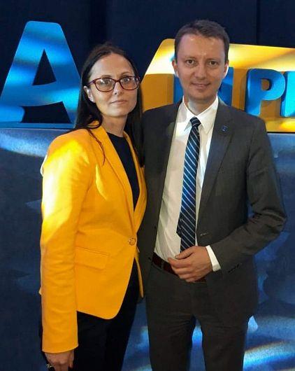 Mihaela Baclov, alături de europarlamentarul liberal Siegfried Mureșan