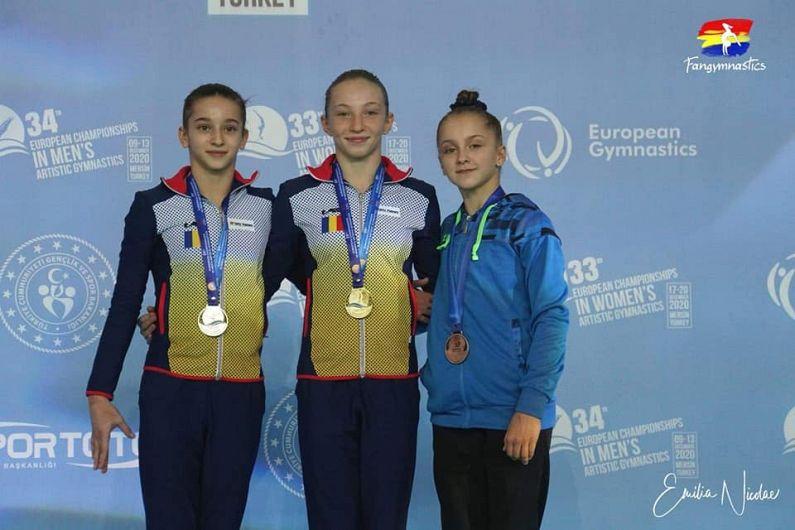 La individual compus podiumul ar fi trebuit să fie, conform punctajului obținut de gimnaste, integral românesc, și cu două gimnaste de la CSȘ Focșani cu Ana Maria Bărbosu(CSȘ Focșani) pe primul loc, urmată de Maria Ceplinschi şi de Iulia Trestianu(CSȘ Focșani).Conform regulamentului, însă, o ţară poate avea doar două reprezentante într-o finală,așa că din acest motiv, medalia de bronz a fost acordată celei de-a patra clasate,ucraineancaDaniela Batrona