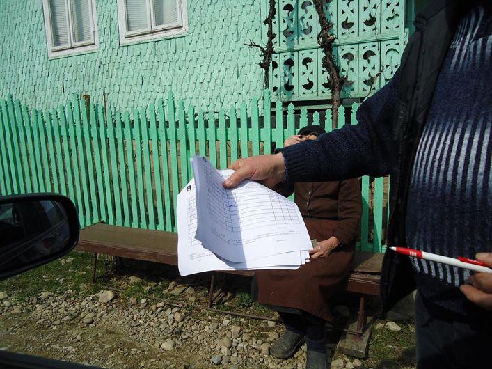Foto 1- Listele de susţinători pentru candidaţii PNL au fost cele care au creat probleme