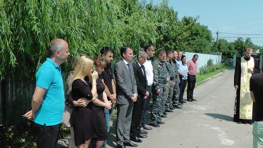 Foto: Familia, colegi și cunoscuți au participat la un serviciu religios pentru pomenirea comisarului șef Tomiță Lazăr