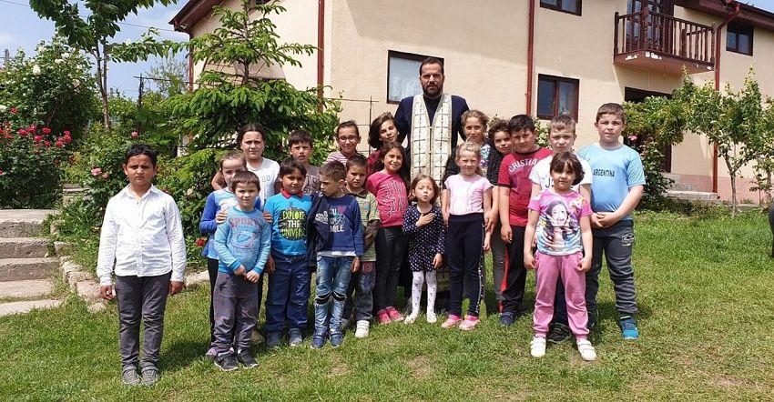 Marian Tudor este preot paoroh în satul Gășești, comuna Bolotești din județulVrancea.Foto:life.ro