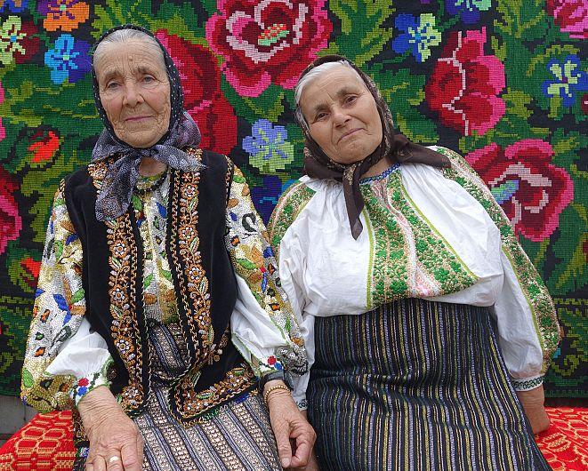 Femei din Fundătura -foto Silvia Vrînceanu