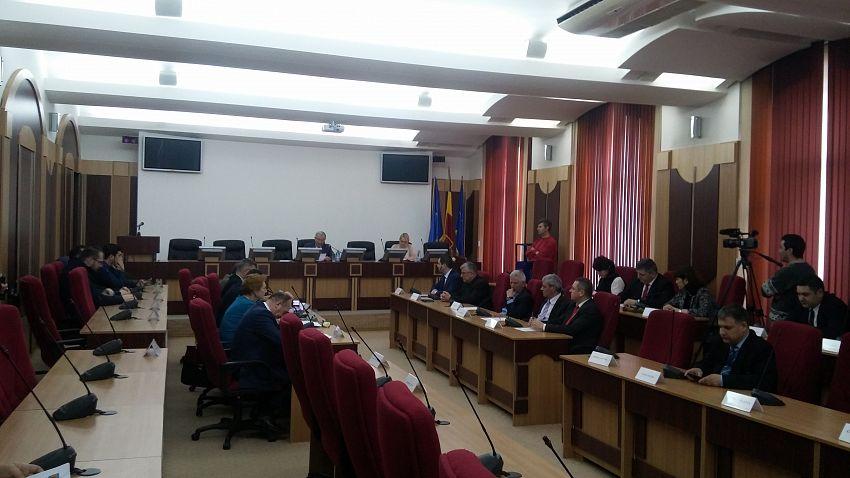 între consilierii PNL și PSD a avut loc și un schimb mai dur de replici