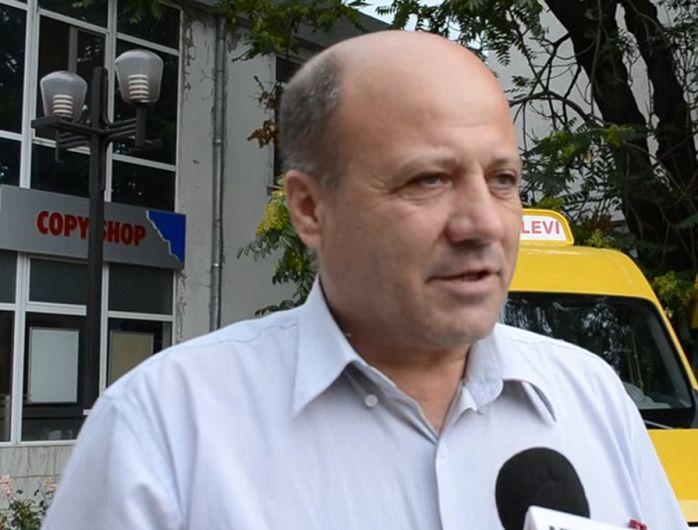 Spătaru Georgel Viorel, primarul comunei Vintileasca, județul Vrancea  despre care Agenția Națională de Integritate( ANI) spune că s-ar fi aflat incompatibilitate -în perioada 03 octombrie 2012 – 19 martie 2014,