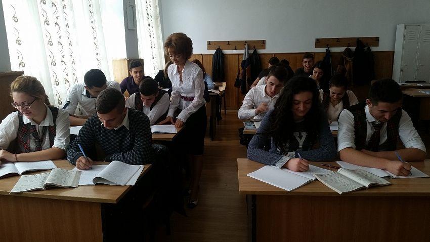 """Aurora Cojocariu este un dăscăl vrâncean deosebit.Ea  a profesat numai la Colegiul Economic """"Mihail Kogălniceanu"""" Focșani, de la repartiție până în prezent"""