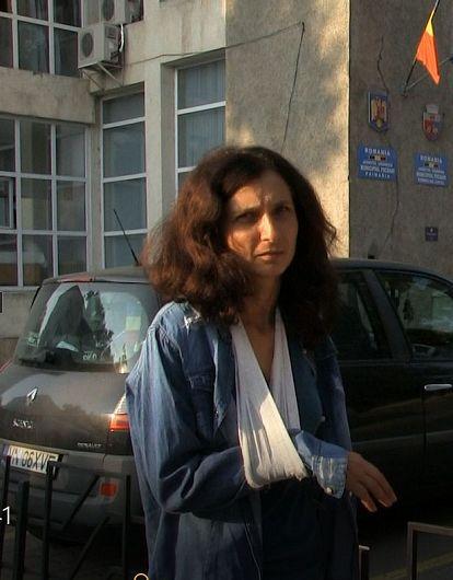 Iuliana Coman, angajată ca infirmieră la Căminul pentru Persoane Vârstnice, a povestit că în dimineața zilei de 27 august, 2018, în jurul orelor 4.30 – 5.00, Cătălin Ifrim ar fi sechestrat-o timp de mai multe ore și i-ar fi cerut să întrețină relații sexuale.