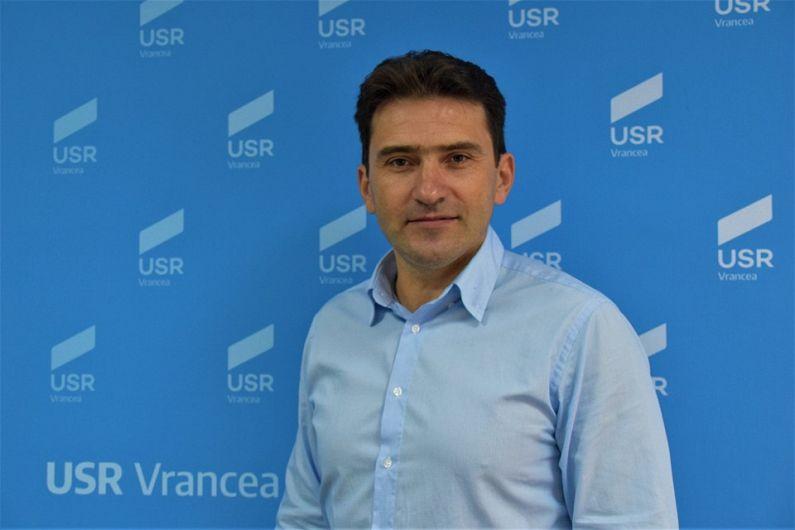 Liviu Macovei, președintele USR Focșani, a fost desemnat duminică, 20 octombrie 2019, de către Adunarea Generală a organizației, candidat pentru funcția de primar al Focșaniului, la alegerile locale care vor avea loc anul viitor.