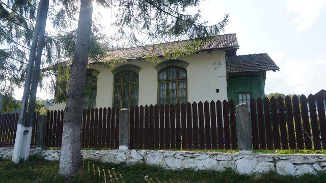 Școala construită de comunitatea locală de pe valea Zăbalei,la Paltin județul Vrancea care fost dărâmată joi 04 Octombrie 2018  a fost fotografiată in cadrul proiectului c@rte în sate