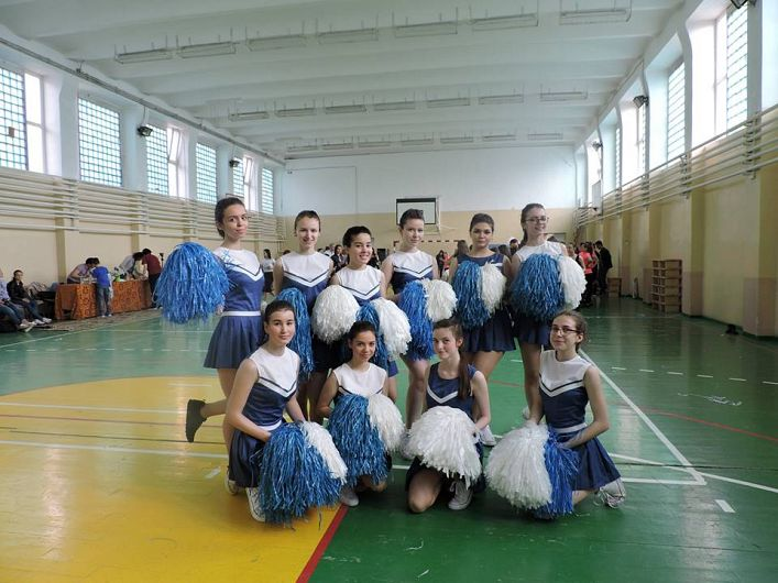 Foto 6: Echipa de majorete a Colegiului Național
