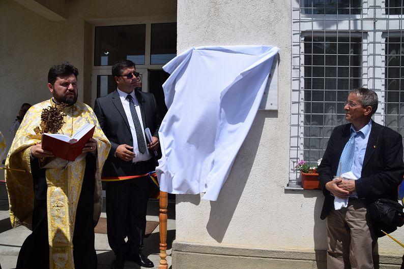 Placa de marmură a fost dezvelită și sfințită în prezența membrilor comunității și invitaților speciali
