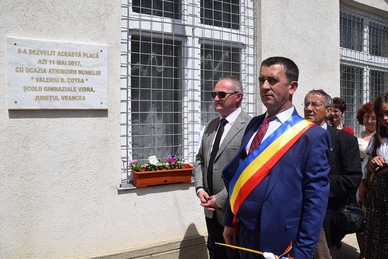 La tăierea panglicii a participat și fiul academicianului, Valeriu V. Cotea