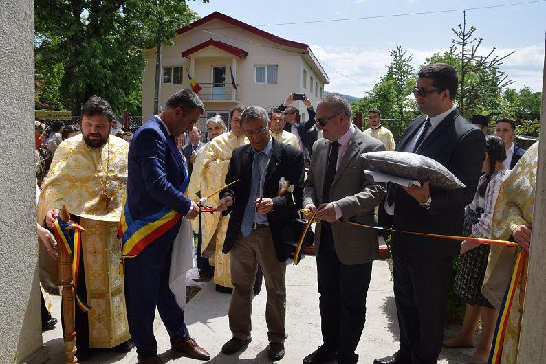 Te Deum-ul a fost oficiat de preotul Eduard Bran de la Protoieria I Focșani și alți nouă preoți