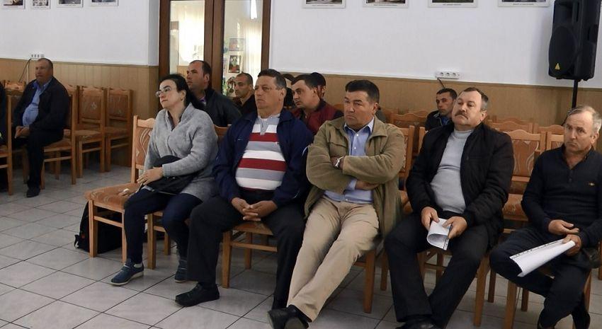 Foto: La ședința de Consiliu Local de la Garoafa au participat și mai mulți crescători de animale