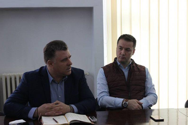 Șeful Parking SA Focșani,Nicușor Statache prezentând informarea referitoare la locurile de pracare din Focșani, în ședința de la Prefcetura Vrancea