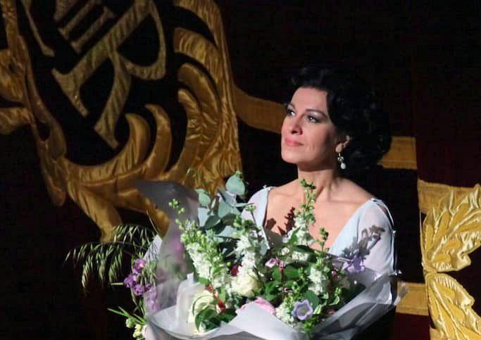 Renumita soprană Angela Gheorghiu, originară din Adjud, elogiată peste hotare, ignorată de instituțiile de cultură din țara natală. Sursă foto: Facebook