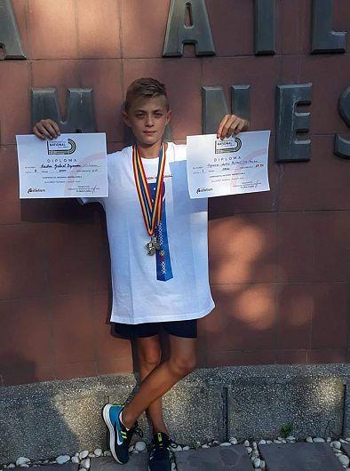 Andrei Gabriel Bejănaru din comuna Broșteni este campion național la 200 m plat viteză și vicecampion național la 300m plat viteză