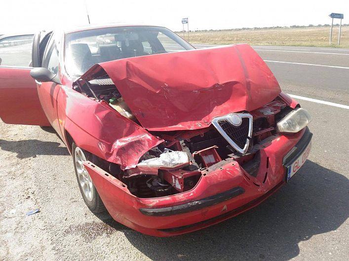 """Foto: Cum se întâmplă de regulă în cazuri """"sensibile"""",doar una dintre mașini a mai rămas la locul incidentului"""