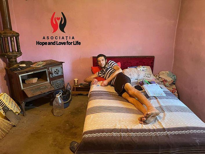 Cazul impresionant al vrânceanului Ciprian în vârstă de 34 de ani dintr-un sat al județului nostru este prezentat într-o postare activată pe contul de facebookAsociația Hope and Love for LIFEprecum și într-un text publicat pe site-ulhope-life.ro