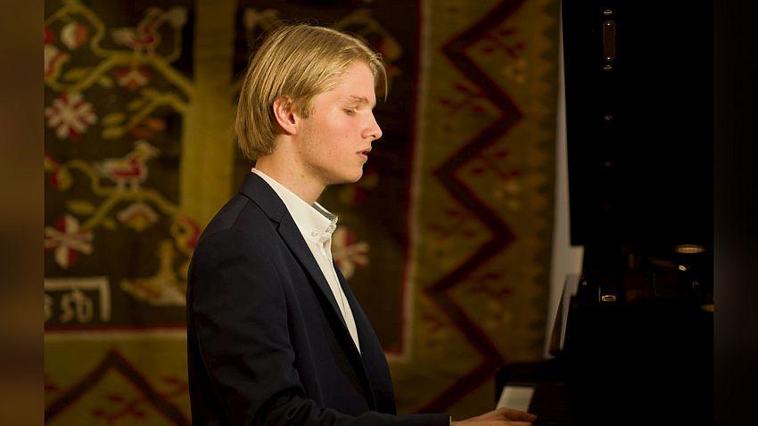 Tânărul pianist focșănean Matei Lăbunț.Foto:matricea.ro
