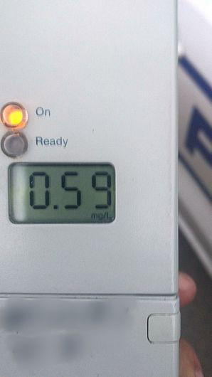 În urma testării cu aparatul etilotest a șoferului care a condus autoturismul implicat în accidentul de la Argea , comuna Homocea a rezultat o concentrație de 0, 59 mg/l alcool pur în aerul expirat.