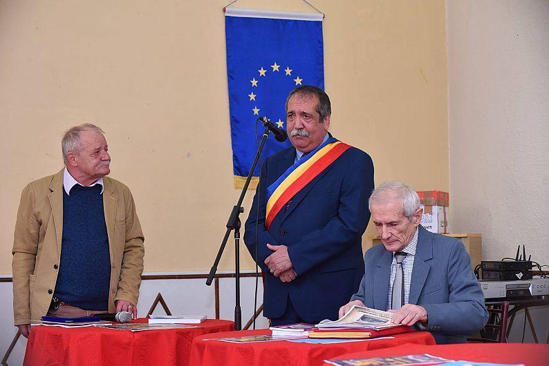 Foto1: Acordarea titlului de cetățean de onoare, scriitorului Paul Spirescu