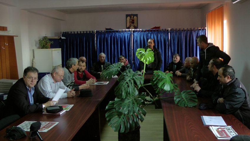 Foto: Localnicii din Voetin au reușit să discute cu reprezentanții Consiliului Județean care are drumul DJ 202 E în administrare