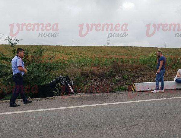 """Un șofer din Panciu a """"sărit"""" cu mașina în pârâu, pe raza comunei Roșiești,  județul Vaslui, din cauza unei depasiri neregulamentare .Foto:vremeanoua.ro"""