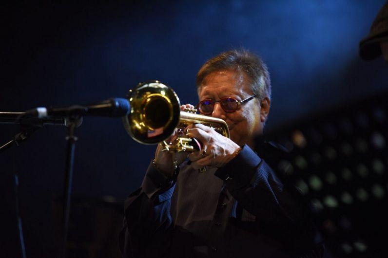 Arturo Sandoval este nume de referință al latin-jazz-ului din întreaga lume. În imagine cântă pe scena Focșani Blues Festival