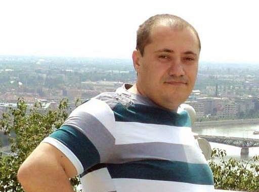 """În vârstă de 35 de ani, IONUȚ BUTĂ lucra la Biroul Contabilitate al primăriei Panciu. După ce a fost confirmat pozitiv cu SARS-CoV-2,acesta a fost internat inițial la spitalul județean Focșani, fiind ulterior transferat în staregravă la Institutul Național de Boli Infecțioase """"Prof. dr. Matei Balș"""" din București, undea fost intubat. Din păcate, IONUȚ BUTĂnu a mai putut fi salvat de medici. Foto:facebook"""