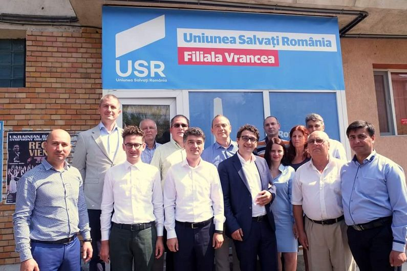 Foto: USR are un sediu și la Focșani.La inaugurarea sediului din Focșani au fost prezenți și parlamentari USR