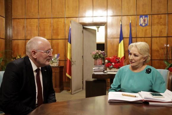 Frans Timmermans, prim-vicepreședintele Comisiei Europene, a discutat cu Viorica Dăncilă despre recomandările din MCV de punerea cărora în practică se ocupă o comisie mixtă de experți Foto: gov.ro