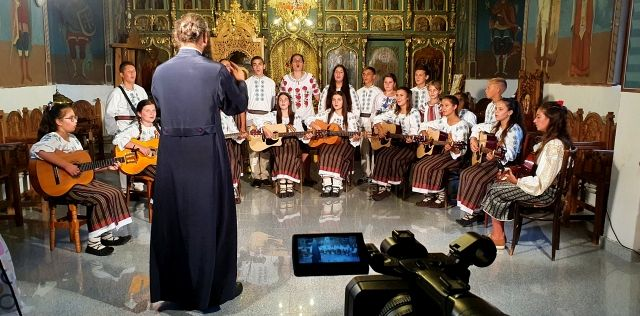 Povestea preotului Ionel Miron și a Corului Parohiei Irești în emisiunea România Veritabilă, duminică 13 decembrie 2020 ora 15:30 pe TVR1.Foto:tvr.ro