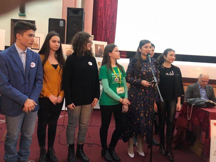 """Silvia Vrînceanu-Nichita, alături de voluntarii Asociației """"Eu, tu și ei"""""""