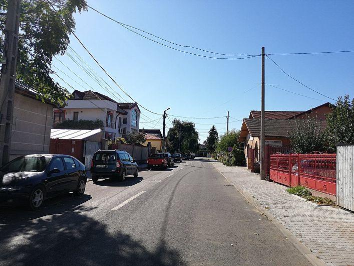 Foto 3  Staționarea a fost interzisă și în zona de case de pe strada Dornișoarei