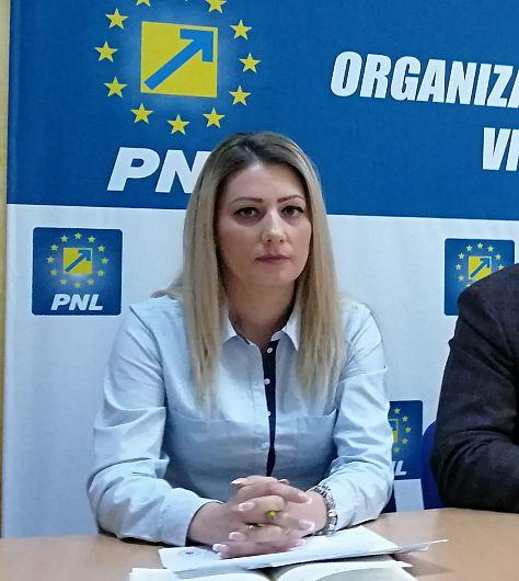 """Foto  Consilierul local PNL Alina Drumea a afirmat în conferința de presă susținută marți 07 mai 2019,  că unele sume cheltuite din bugetul public al Focșaniului, pentru Catedrala """"Sfânta Cuvioasă Parascheva""""  i se par prea mari"""