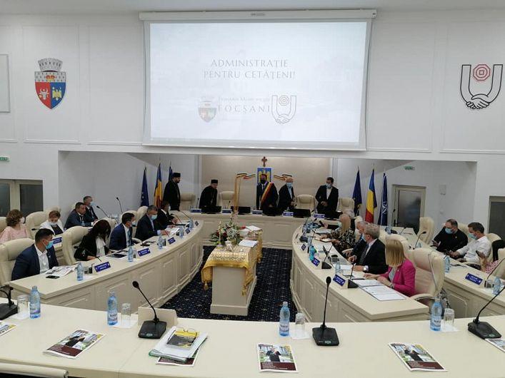 Ședința ordinară pe luna iunie 2020 a Consiliului Local Focșani s-a ținut joi (n.r 25 iunie 2020) însalaa cărei recentă modernizare a costat 1,4 milioane de lei.Foto:adevarul.ro