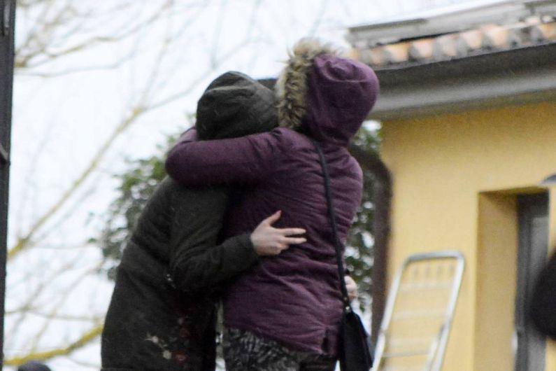 O fetiță româncă de 8 ani din Mera, județul Vrancea, venită în Italia de Crăciun, împreună cu mama sa, pentru a se reuni cu tatăl care muncește aici de aproximativ 10 ani, s-a înecat sub ochii mamei sale, după ce a căzut în piscină, în timp ce se plimba cu bicicleta.Foto: La Nazione