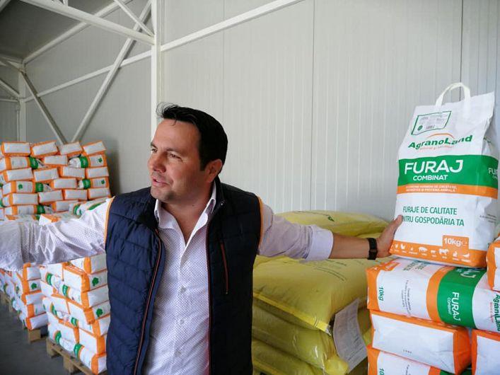 Vasilică Pamfil, fermierul vrâncean care a dezvoltat o afacere integrată din câmp, până în galantar.Foto:Sens & Contrasens cu Andreea și Tudor