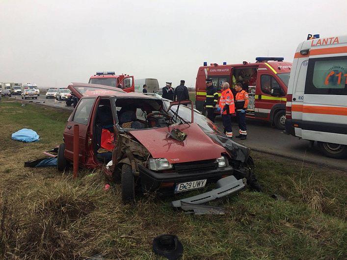 Foto: Autoturimul TICO a fost practic distrus în urma impactului