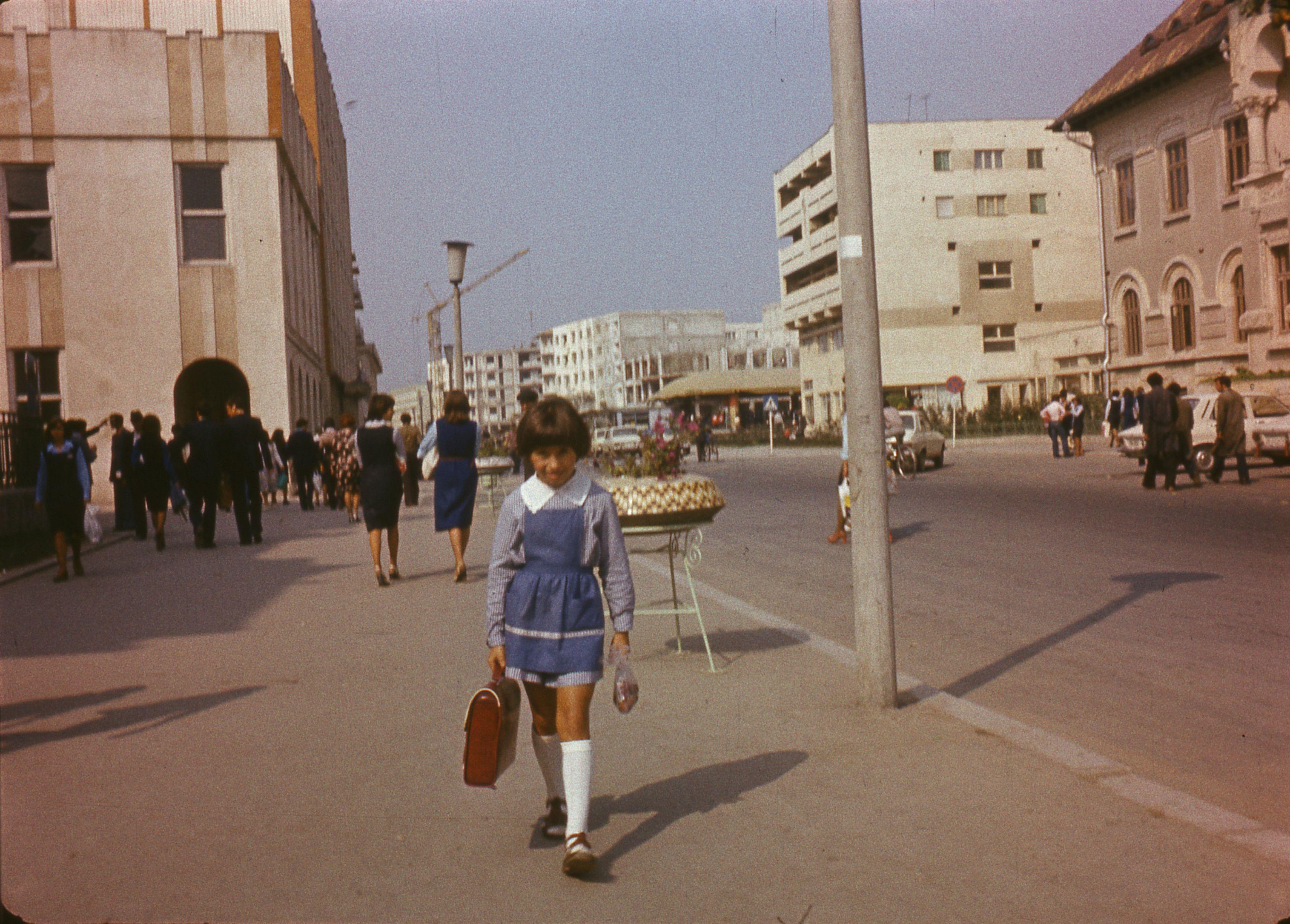 Imagini pentru copii in epoca comunista