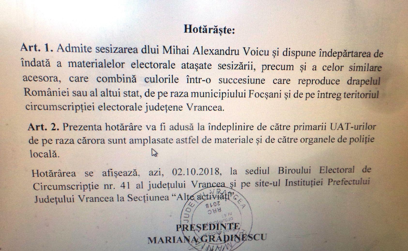 Bannerele pro-referendum vopsite în noaptea de miercuri spre joi, după ce BEJ Vrancea a pronunțat marți o hotărâre cu putere de lege, executorie, prin care menționa că ele trebuie demontate din toate locațiile din Focșani.